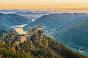 Bureaubladachtergronden Oostenrijk Burcht Rivieren Avond Heuvels Aggstein Castle een stad