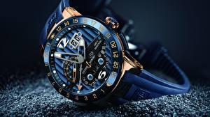 Fotos Uhr Großansicht Armbanduhr Luxus