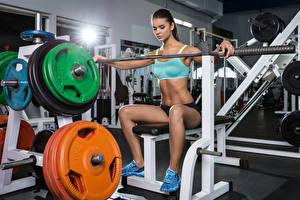 Hintergrundbilder Fitness Sitzend Bein Hantelstange Turnhalle Mädchens Sport