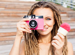 Wallpaper Ice cream Fingers Dreads Camera Smile Photographer young woman