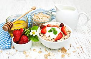 Hintergrundbilder Müsli Erdbeeren Honig Bretter Frühstück