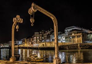 Tapety na pulpit Portugalia Budynek Rzeka Przystań Noc Luanco Asturias miasto