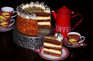 Bilder Torte Süßigkeiten Kaffee Schwarzer Hintergrund Kanne Tasse Lebensmittel