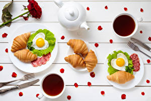 Photo Croissant Breakfast Cup Fried egg Heart Food