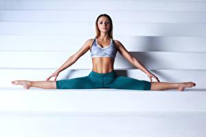 Fotos Fitness Bein Trainieren Hand Spagat Mädchens Sport