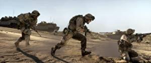 Bilder Soldaten Panzer Sturmgewehr Battlefield 3 Drei 3 US Laufen Spiele 3D-Grafik