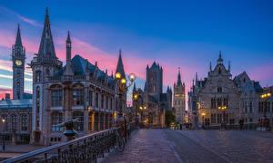 Desktop hintergrundbilder Gent Belgien Gebäude Abend Straße Zaun Fahrräder Straßenlaterne Städte