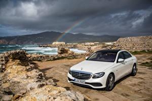 Bureaubladachtergronden Mercedes-Benz De kust Witte Regenboog E-Class W213 automobiel