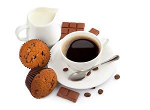 Hintergrundbilder Kaffee Cupcake Milch Schokolade Weißer hintergrund Tasse Löffel Kannen Getreide Lebensmittel
