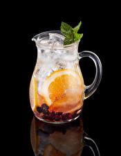 Fotos Getränke Obst Schwarzer Hintergrund Kanne Spiegelung Spiegelbild Lebensmittel