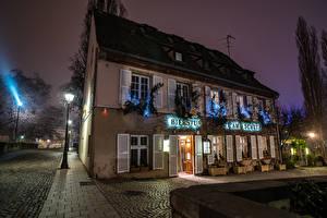 Bilder Straßburg Frankreich Haus Abend Stadtstraße Straßenlaterne