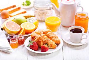 Fotos Erdbeeren Saft Kaffee Croissant Frühstück