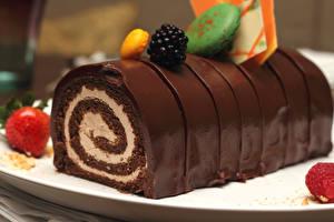 Bilder Süßigkeiten Roulade Schokolade Brombeeren