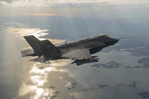 Hintergrundbilder Flugzeuge Bomber Jagdflugzeug Flug Amerikanisch F-35B