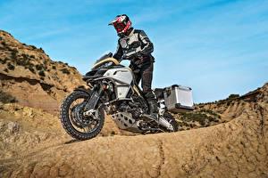 Bilder Ducati Motorradfahrer Helm 2017 Multistrada 1200 Enduro Pro Motorräder
