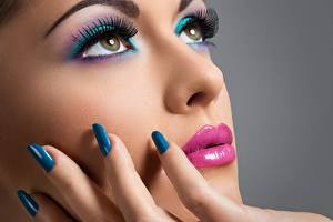 Hintergrundbilder Finger Augen Gesicht Schminke Maniküre Hübsche Starren Nase Mädchens