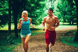 Hintergrundbilder Fitness Mann Lauf 2 Lächeln Unterhemd Mädchens