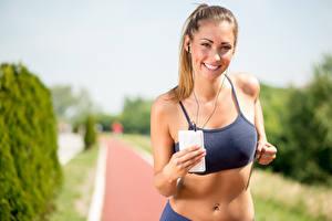 Fotos Fitness Lauf Lächeln Kopfhörer Schön Mädchens
