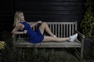 Fotos Bein Schöne Blond Mädchen Bank (Möbel) Kleid Mathilde Mädchens