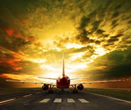 Fotos Flugzeuge Himmel Abend Verkehrsflugzeug Wolke Luftfahrt