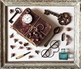 Hintergrundbilder Uhr Taschenuhr Retro Bücher Schlüssel Brille Löffel