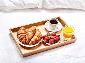 Hintergrundbilder Kaffee Saft Erdbeeren Croissant Frühstück Tasse Trinkglas