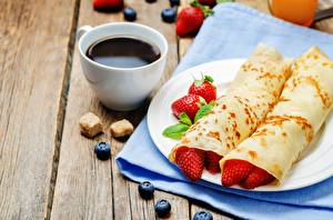 Fotos Kaffee Eierkuchen Erdbeeren Tasse Frühstück