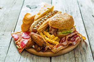 Bilder Fast food Burger Hotdog Käse Pommes frites Fleischwaren Bretter Kartoffelchips