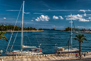 Fotos Italien Schiffsanleger Segeln Himmel Yacht Bucht Brindisi Puglia Natur