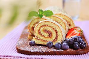 Hintergrundbilder Backware Roulade Heidelbeeren Schneidebrett Lebensmittel