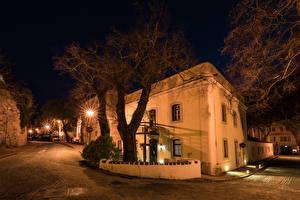 Tapety na pulpit Portugalia Budynki Ulica W nocy Drzewa Latarnia uliczna Monchique Miasta