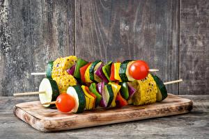 Papel de Parede Desktop Chachlik Hortaliça Tomates Milho Tábuas de madeira Alimentos