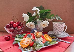 Fotos Stillleben Rosen Kirsche Topfen Weißkäse Quark Hüttenkäse Tomate Peperone Tasse Löffel