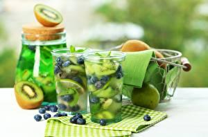Bilder Cocktail Getränke Kiwifrucht Limonade Heidelbeeren Trinkglas das Essen