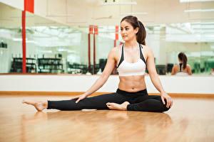 Bilder Fitness Braunhaarige Bauch Mädchens Sport