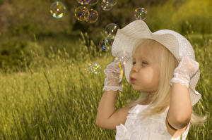 Bilder Kleine Mädchen Der Hut Hand Seifenblasen Kinder