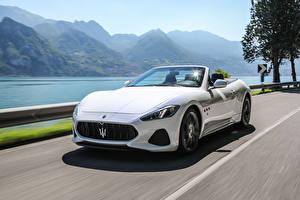 Bilder Maserati Weiß Metallisch Cabriolet Bewegung Luxus 2017 GranCabrio MC Autos