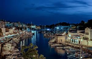 Hintergrundbilder Spanien Gebäude Schiffsanleger Schiffe Abend Bucht Straßenlaterne Ciutadella Städte