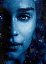 Fondos de escritorio Game of Thrones De cerca Daenerys Targaryen Emilia Clarke Ojos Cara Hermosa Nariz Película Chicas Celebridad