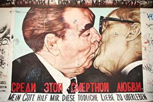 Image Graffiti Berlin Germany Kisses Wall Celebrities