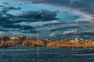 Hintergrundbilder Italien Gebäude Meer Schiffsanleger Abend Himmel Wolke Trani Puglia Städte