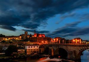 Tapety na pulpit Portugalia Budynek Mosty Noc Latarnia uliczna Barcelos miasto