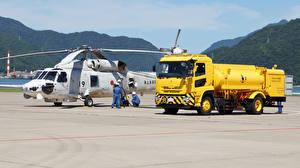 Hintergrundbilder Lastkraftwagen Hubschrauber Gelb 2015-17 Trucks Quon GK 17 Airport Tanker Autos