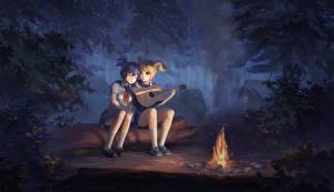 Bilder 2 Kleine Mädchen Funkenfeuer Gitarre Nacht Holzstamm