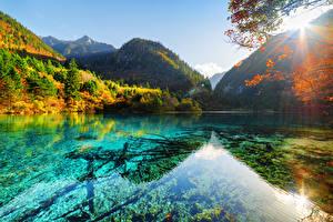 Sfondi desktop Cina Valle del Jiuzhaigou Parco Lago Montagna Autunno Foresta Paesaggio Natura