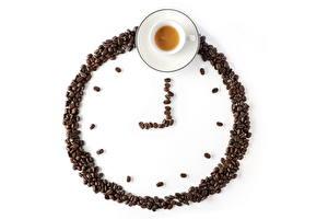 Hintergrundbilder Uhr Kaffee Getreide Tasse Weißer hintergrund Lebensmittel