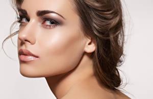 Fondos de escritorio De cerca Contacto visual Cara Maquillaje Hermoso Nariz mujer joven