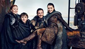 Fotos Mann Game of Thrones Kit Harington Lächeln season 7, Jon Snow, Arya Stark, Bran Stark, Sansa Stark Film Prominente Mädchens