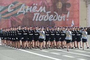 Tapety na pulpit Parada wojskowa Dzień Zwycięstwa Święta  dziewczyna Wojska