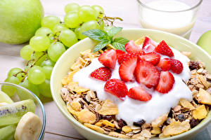Pictures Muesli Strawberry Grapes Breakfast Cream